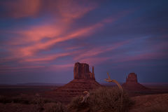 monument valley, red rock, indian land, navajo, sandstone, sunset, spring, clouds, alpenglow, az, arizona, mittens, shadow, ut, utah, southwest