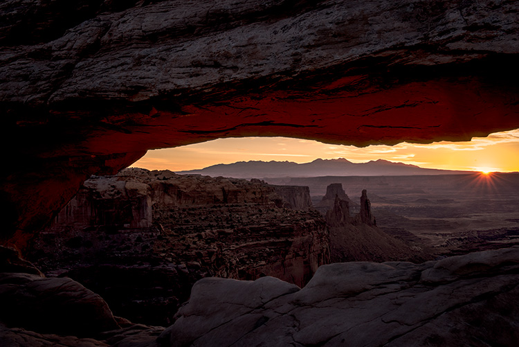 southwest, utah, ut, moab, canyonlands, national park, sunrise, mesa arch, red rock, sandstone, mountains, west, islands in the sky, colorado plateau, arch, photo