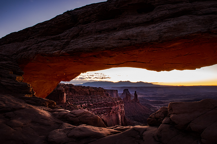 southwest, utah, moab, canyonlands, national parks, sunrise, sunset, mesa arch, red rock, sandstone, mountains, west, islands in the sky, photo